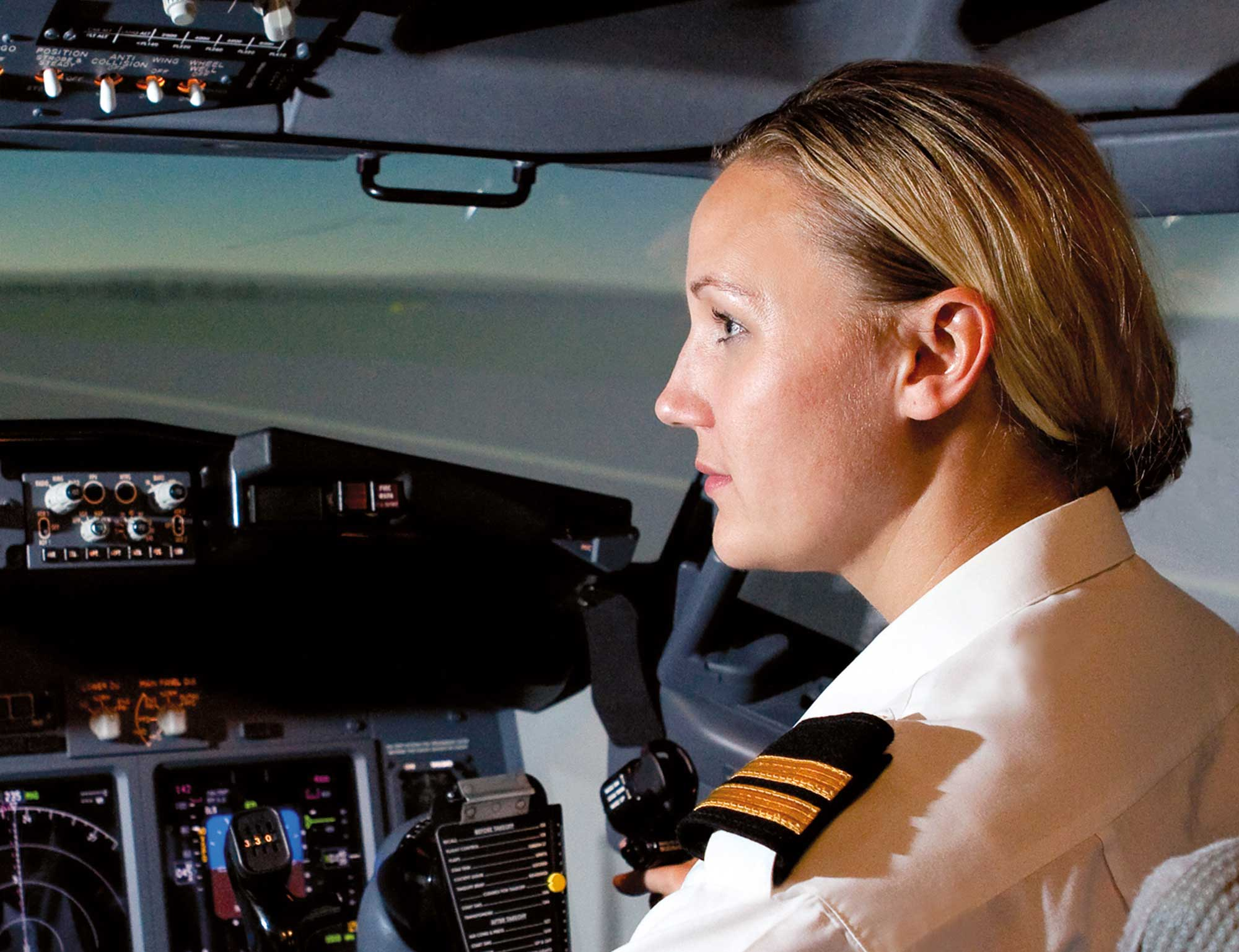 thomas cook airlines launches new airline cadet programme pilot
