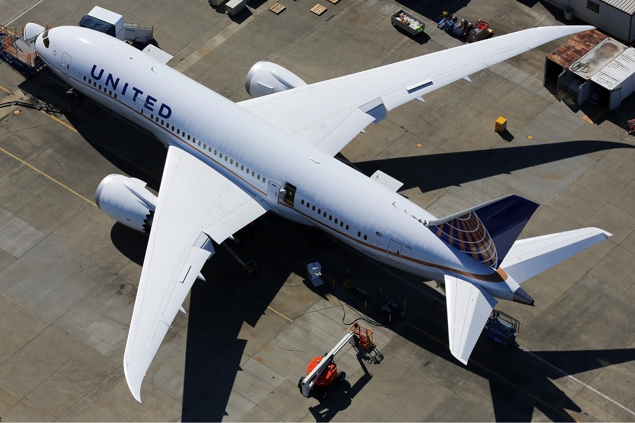 United Dreamliner Diverted Following Suspected Oil Filter