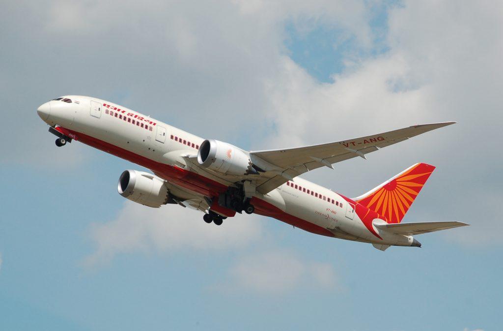 Air_India_Boeing_787-8_Dreamliner_(VT-ANG)_departs_London_Heathrow_Airport_2ndJuly2014_arp
