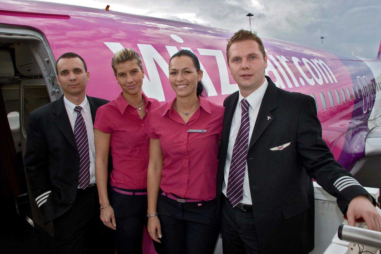 uk open days for wizz air