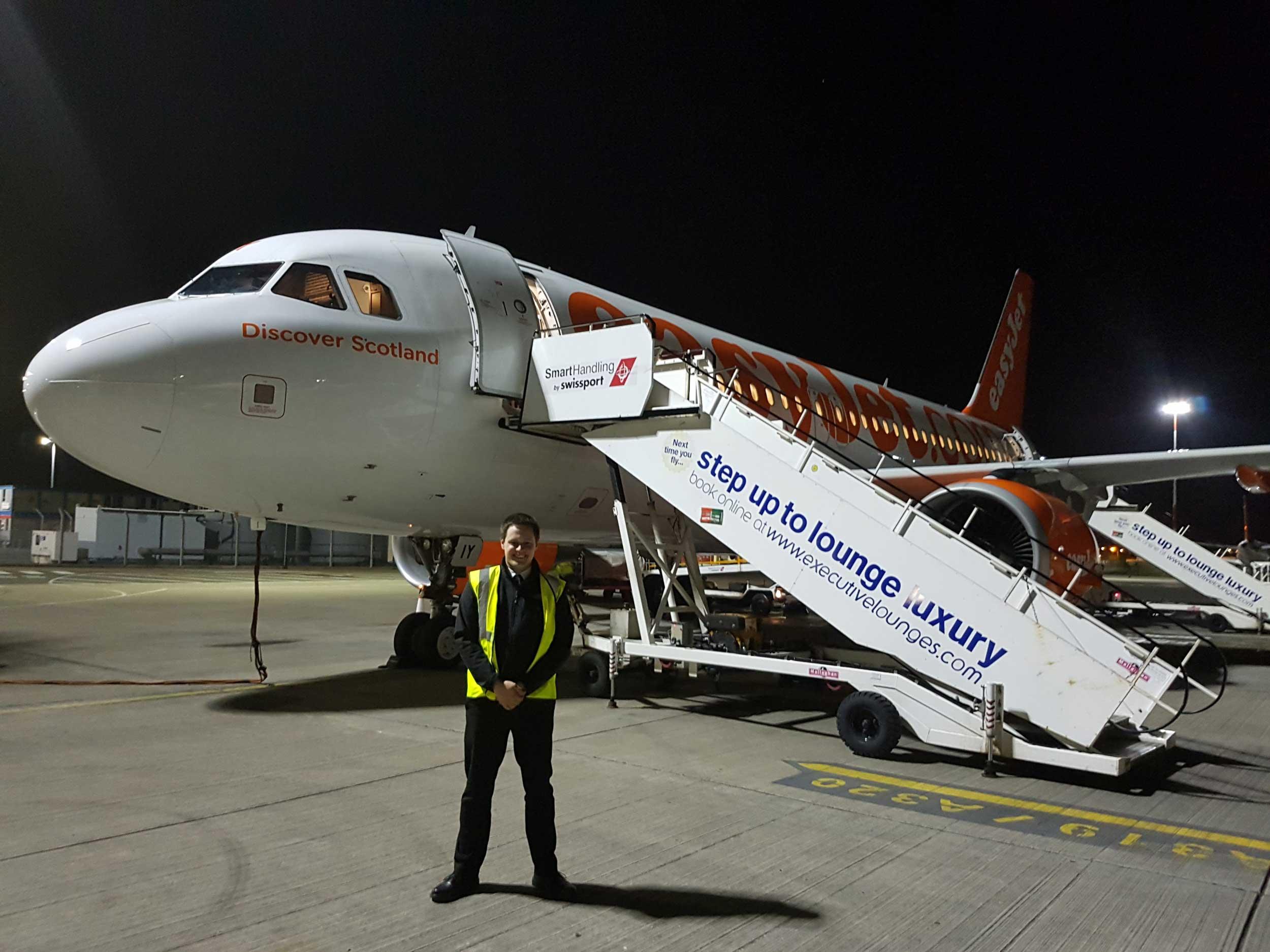 Tom Robinson pilot for easyJet