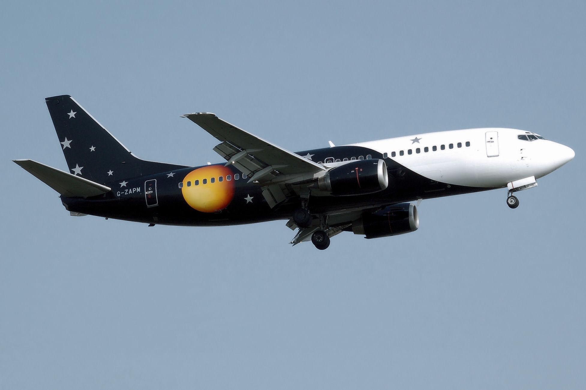 Titan Airways B737